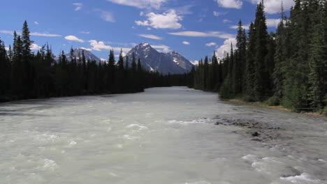 Canadian-Rockies-Athabasca-Río-distant-montaña