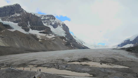 Canadian-Rockies-Athabasca-Glacier-hikers-at-edge-c