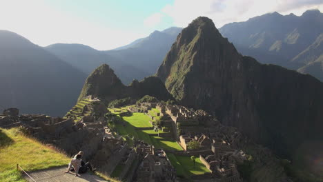 Noche-De-Machu-Picchu-Con-Pareja-Joven-S