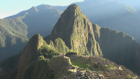 Machu-Picchu-Huayna-Picchu-and-ruins-in-morning