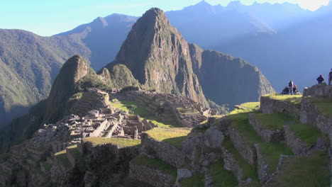 Machu-Picchu-with-tourists-s