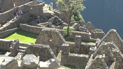 Machu-Picchu-dwellings-without-roofs-s