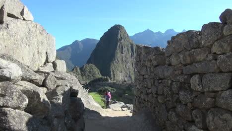 Machu-Picchu-&-Huayna-Picchu-family-exploring