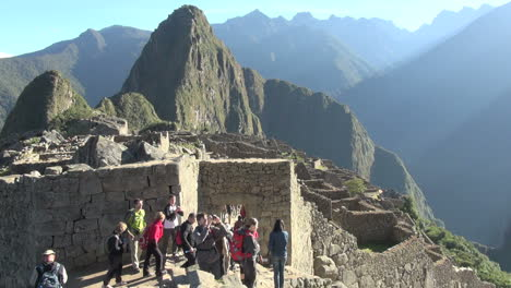 Machu-Picchu-gate-&-Huayna-Picchu-tourist-taking-photo-s