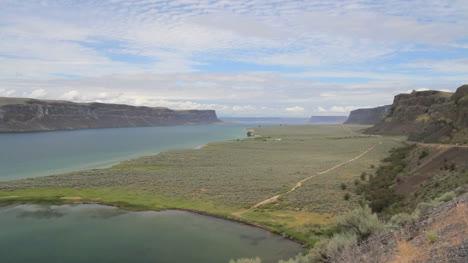 Washington-Grand-Coulee-Banks-Lake-wide-bank-and-path