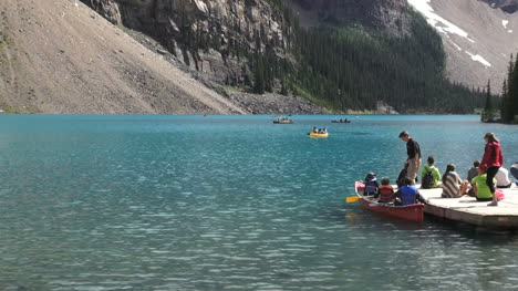Kanada-Alberta-Lake-Moraine-Touristen-Auf-Dock-S