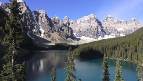 Canada-Alberta-Moraine-Lake-Valley-of-the-Ten-Peaks-s-
