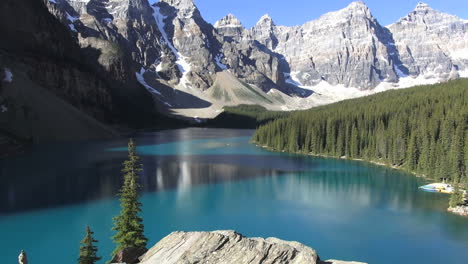 Canada-Alberta-Moraine-Lake-view-with-foregound-rock-c
