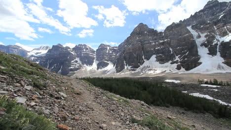 Kanadische-Rockies-Banff-Blick-Auf-Eine-Reihe-Von-Gipfeln-C