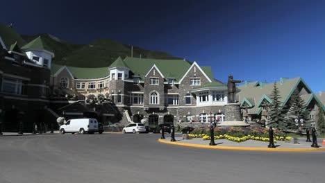 Canada-Banff-Springs-Hotel-facade