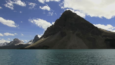 Canada-Bow-Lake-and-dramatic-mountain
