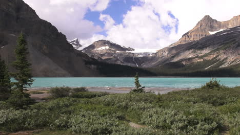 Canada-Icefields-Parkway-Bow-Lake-scene-s