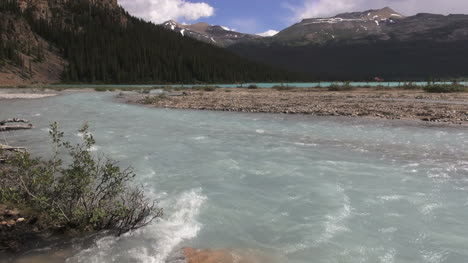 Canada-Icefields-Parkway-rushing-waters-at-Bow-Lake