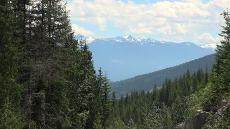 British-Columbia-Monashee-Mountains-in-distance