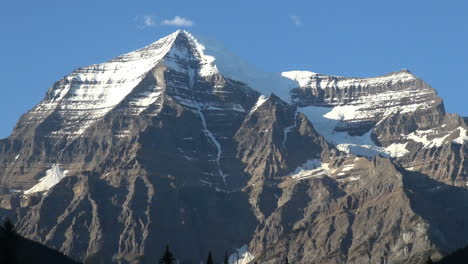British-Columbia-Mount-Robson-close-view