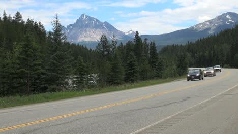 British-Columbia-Mount-Robson-Mt-Fitzwilliam-cars