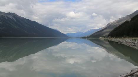 British-Columbia-Mount-Robson-Park-Moose-Lake