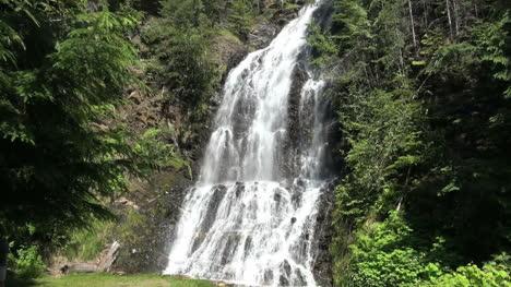 British-Columbia-Nakusp-waterfall