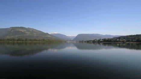 British-Columbia-Revelstoke-Colombia-River-vista