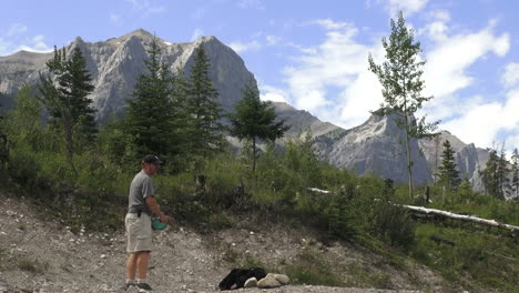 Canada-Alberta-Banff-disc-golf-throw-and-mountains-5
