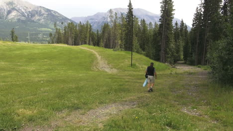 Canada-Alberta-Banff-disc-golf-course-trees-and-mountains-6