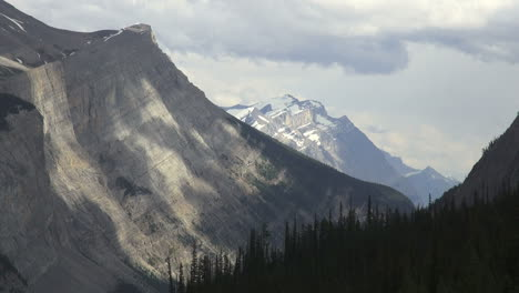 Canada-Icefields-Parkway-mountains-&-clouds