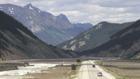 Canada-Icefields-Parkway-road-with-traffic
