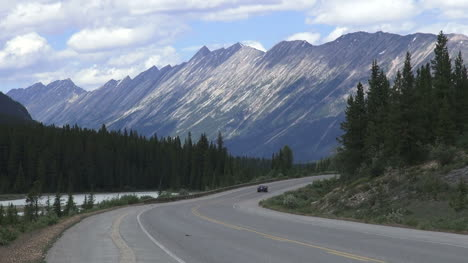 Canada-Icefields-Parkway-mountian-vista-with-road-and-car-s
