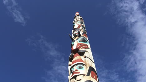 Canada-Alberta-Jasper-totem-pole-against-blue-sky