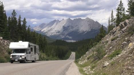 Canada-Alberta-Pyramid-Mountain-road-s