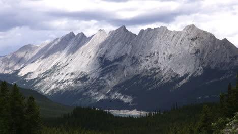 Canada-Alberta-Pyramid-Mountain