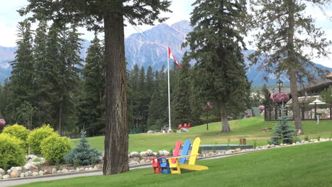 Canada-Jasper-NP-lodge-&-Pyramid-Mountain