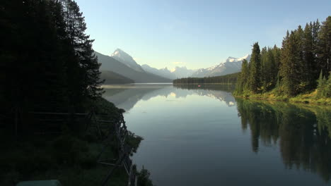 Canada-Jasper-NP-Malign-Lake-with-bird