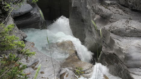 Canada-Jasper-National-Park-Malign-Canyon-rushing-water-c