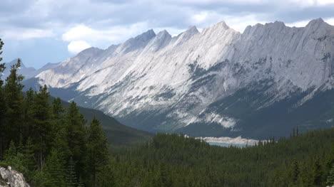 Canada-Jasper-National-Park-Pyramid-Mountain
