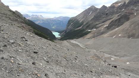 Kanadische-Rockies-Banff-Moräne-über-Dem-Fernen-Lake-Louise