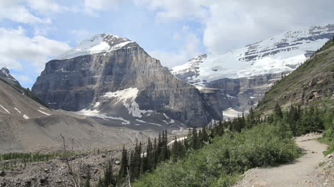 Canadian-Rockies-Banff-Trail-above-tree-line