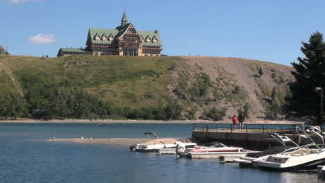 Canada-Alberta-Prince-of-Wales-Hotel-&-boat-docks