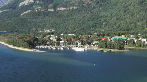Kanada-Alberta-Waterton-Lakes-Np-Stadtblick