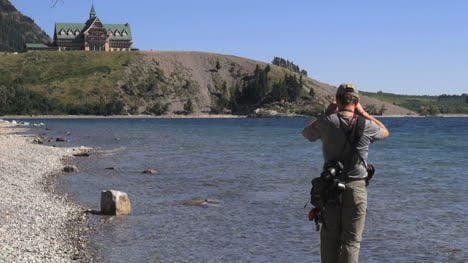 Canada-Alberta-Waterton-Park-Prince-of-Wales-Hotel-taking-pictures-15