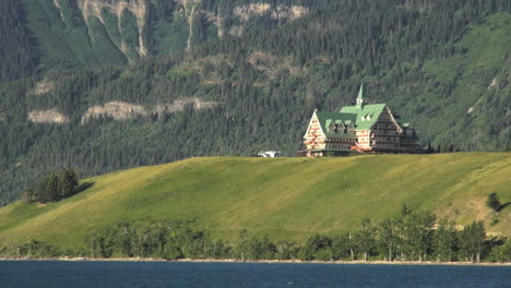 Canada-Prince-of-Wales-Hotel-on-peninsula-Waterton-Lakes-NP