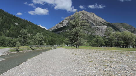 Canada-Watergon-Lakes-NP-broad-gravel-bar