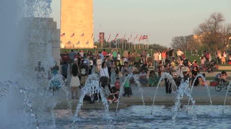 Fountain-at-Washington-Monument-DC