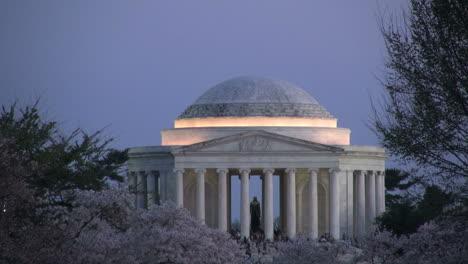 DC-Jefferson-Monument-lit-evening
