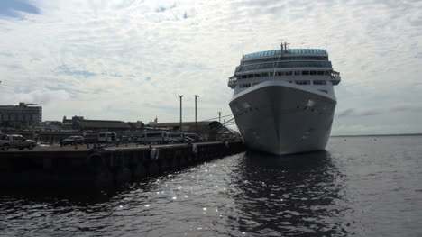 Manaus-cruise-ship-at-dock