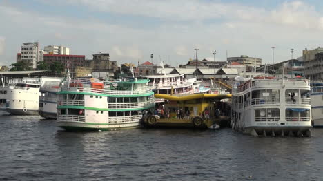 Manaus-waterfront-with-river-boats-s