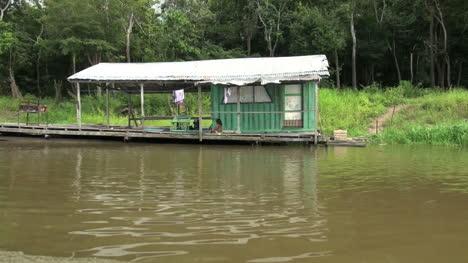 Amazon-house-on-shore-of-lake
