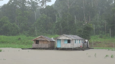 Amazon-Brazil-rain-on-floating-houses-in-lake