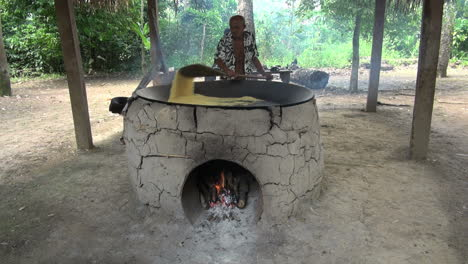 Amazon-village-cooking-manioc-on-oven
