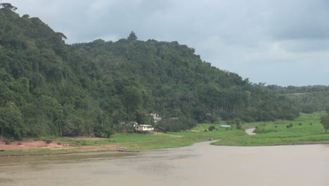 Brazil-Boca-da-Valeria-on-the-Amazon-view